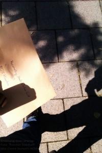 Eine Mietvertrags-Kündigung auf dem Fußweg zum Postamt
