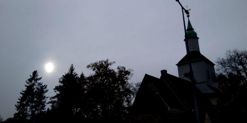 Herbsthimmel über Mariendorf