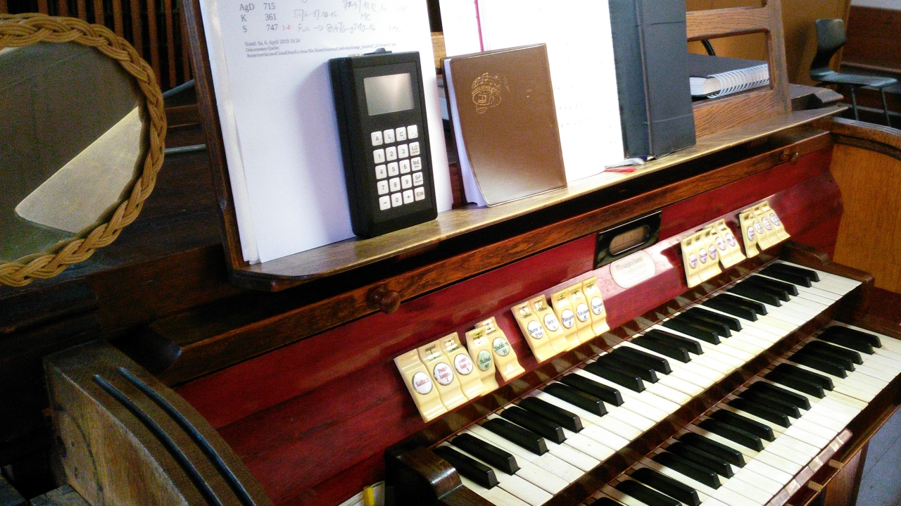 Orgel-Spieltisch in der Klosterkirche Mater Dolorosa Berlin Prenzlauer Berg