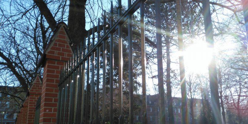 Zaun des Alexianer-Krankenhauses Berlin Weißensee