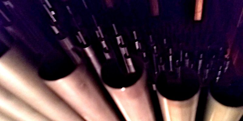 Orgelpfeifen von oben