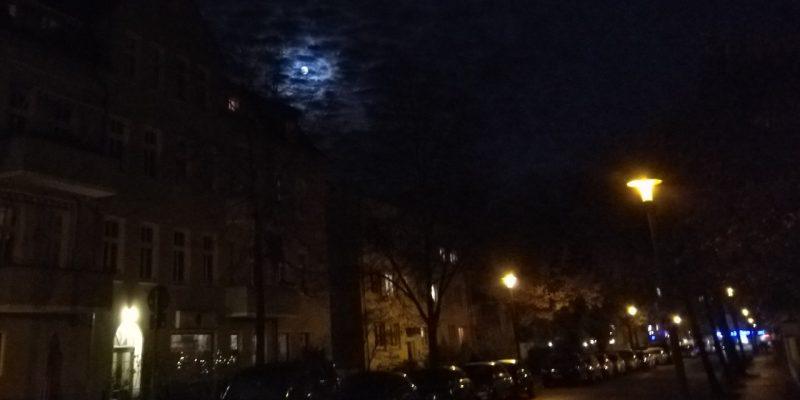 Vollmond am Martinsabend über Berlin Karlshorst