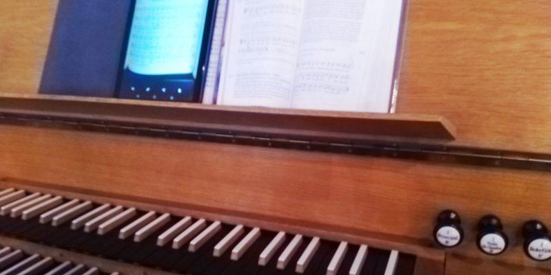 Notenpult der Orgel von St. Richard Berlin Neukölln