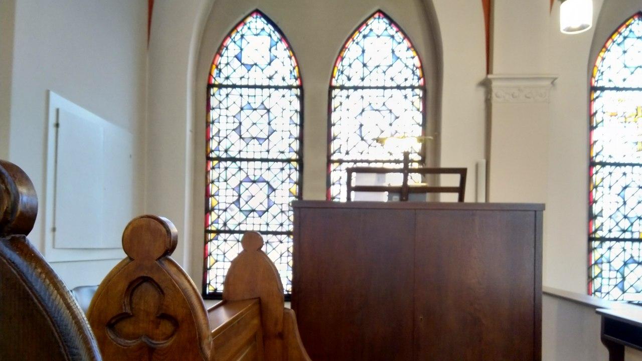 Spieltisch der Klais-Orgel in Kirche des St. Joseph-Krankenhauses Berlin Weißensee